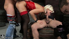 Squirting whore manages to please two horny dudes simultaneously
