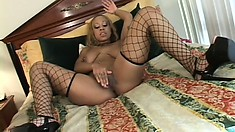 Blonde ebony tramp invites her gal pal over for some ghetto pussy licking