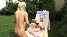 Caroline and Eve make each other cum in a naughty outdoor session