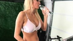 Buxom Blonde Takes A Break From The Workout To Please Her Fiery Peach