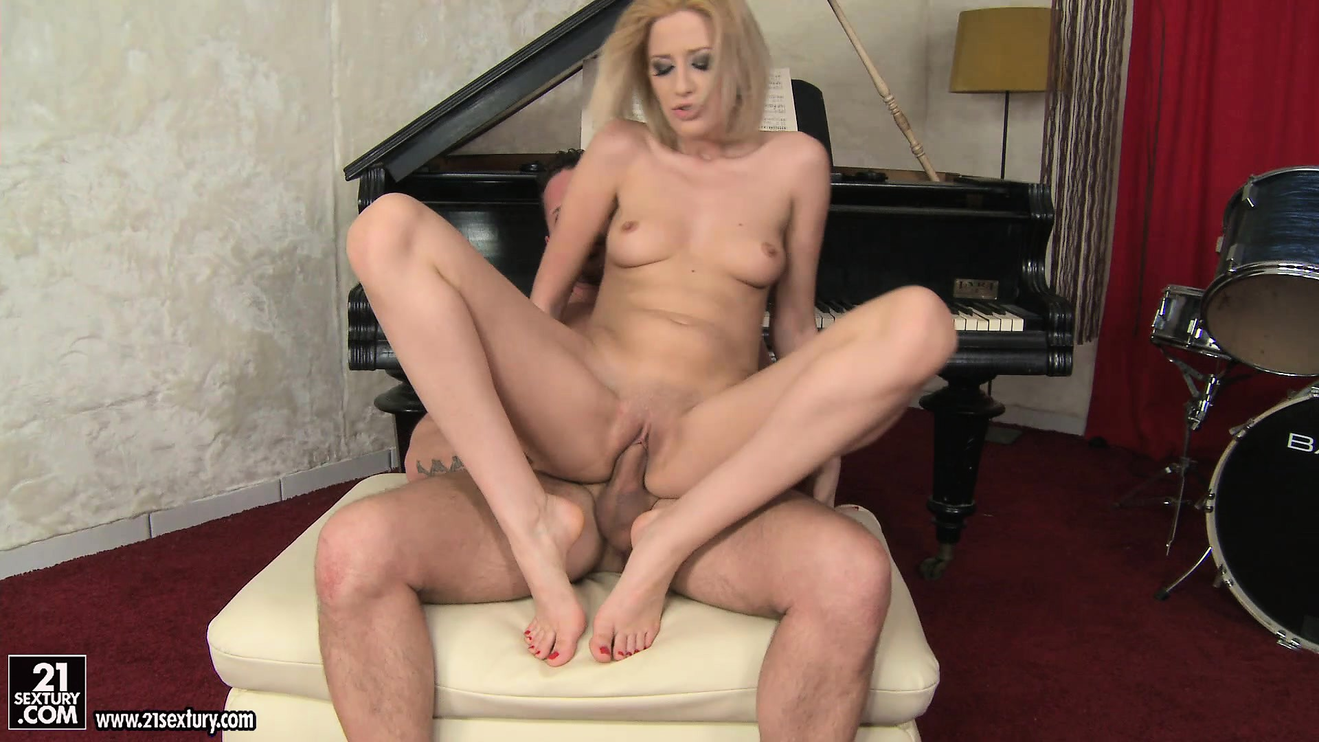 Free Mobile Porn Sex Videos Sex Movies Skinny Blonde Seduces The Piano Teacher To Fulfill Her Foot Fantasy 404166 Proporn Com