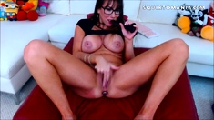 Perfect Boobs Babe with Glasses Squirts